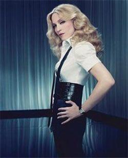 Madonna kendi markasını yaratmaya başladığında koleksiyonuna retro giysileri ve yüksek bel pantolonları koydu. Geçmişin modasını günümüzle birleştirdi.   Üstelik bu kıyafetleri giymek için ille de Madonna kadar zayıf olmanıza gerek yok! Yüksek belli pantolonlar giymek, kalçalarınızı biçimli gösterir ve ortaya çıkartır. Bu da size ultra-feminen bir görüntü sağlar.